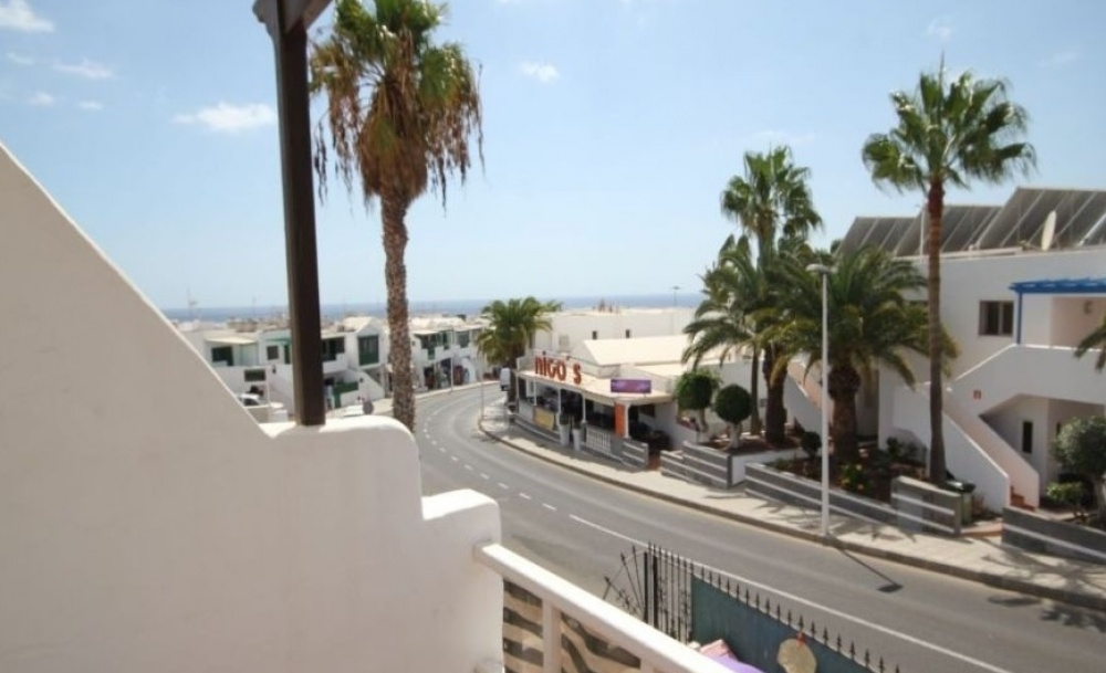 Large 2 bedroom Apartment just 2 mins walk to the beach! - Puerto del Carmen - lanzaroteproperty.com