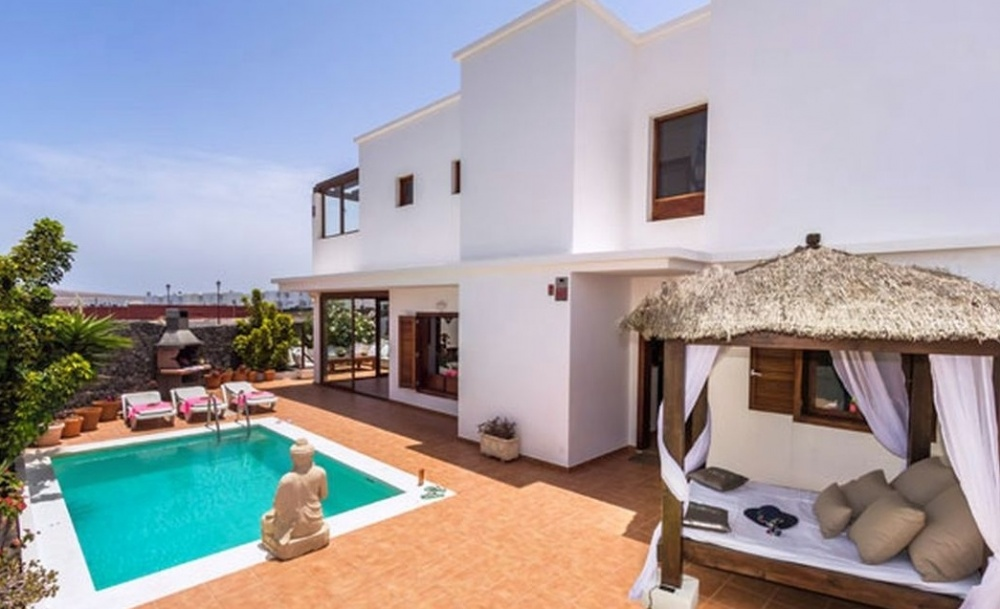 Luxurious 3 Bedroom 2 Bathroom Semi detached villa with private pool and sea views for sale in Playa Blanca - Marina Rubicon - lanzaroteproperty.com