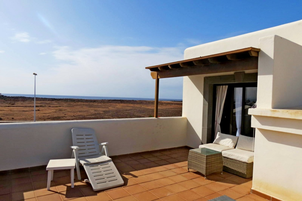 3 Bedroom villa with generous garden and sea views for sale in Playa Blanca - Playa Blanca - lanzaroteproperty.com