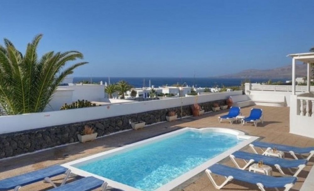 Luxury 4 Bedroom Villa in Puerto Calero Marina - Puerto Calero - lanzaroteproperty.com