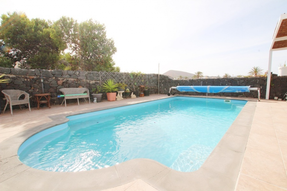 3 Bedroom property with private pool & mountain views in Uga - . - lanzaroteproperty.com