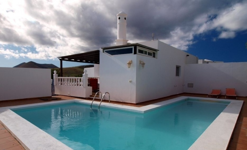 Lovely 3 Bedroom Villa with Private Pool and Sea View for Sale - Conil - lanzaroteproperty.com