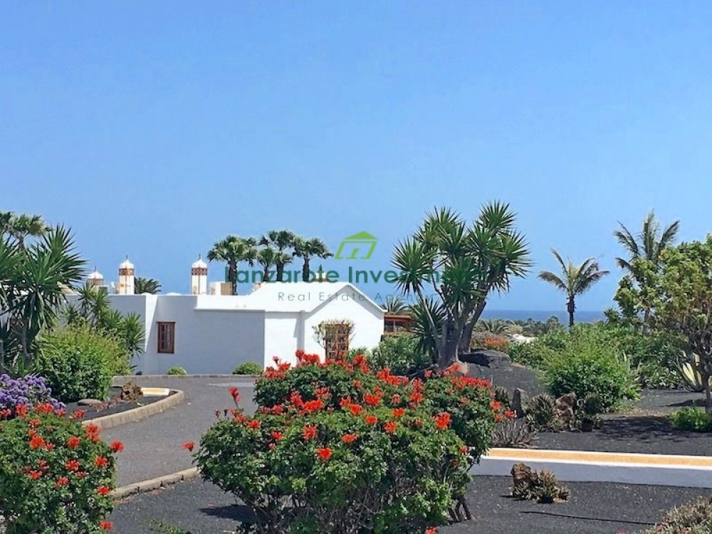 3 bedroom villa on a well maintained complex with communal pool in Playa Blanca - Playa Blanca - lanzaroteproperty.com