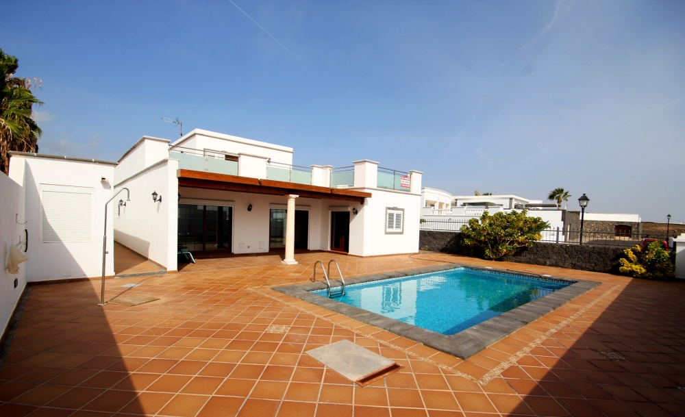 Brand new 4 bedroom luxury villa with private pool and sea views in Puerto Calero - Puerto Celero - lanzaroteproperty.com
