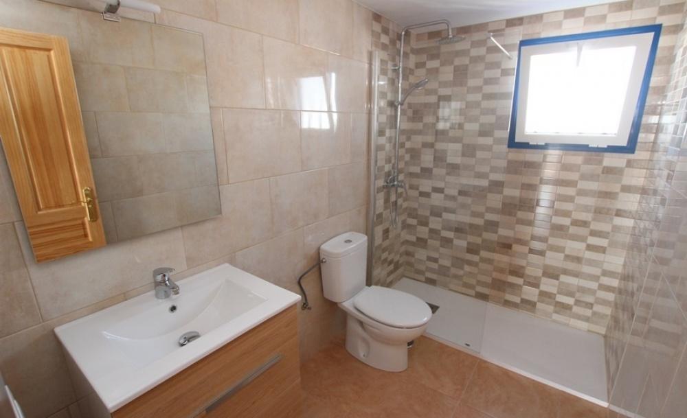 Top floor apartment with communal pool in Puerto del Carmen - Puerto del Carmen - lanzaroteproperty.com