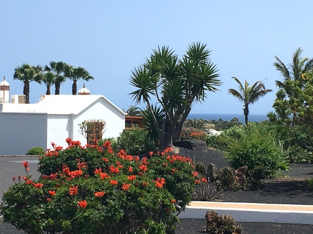 3 bedroom villa with communal pool for sale in Playa Blanca - Playa Blanca - lanzaroteproperty.com