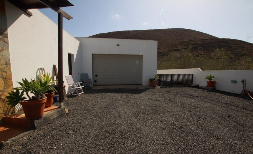 2 Bedroom 3 bathroom house set on large plot for sale in Guatiza - Guatiza - lanzaroteproperty.com