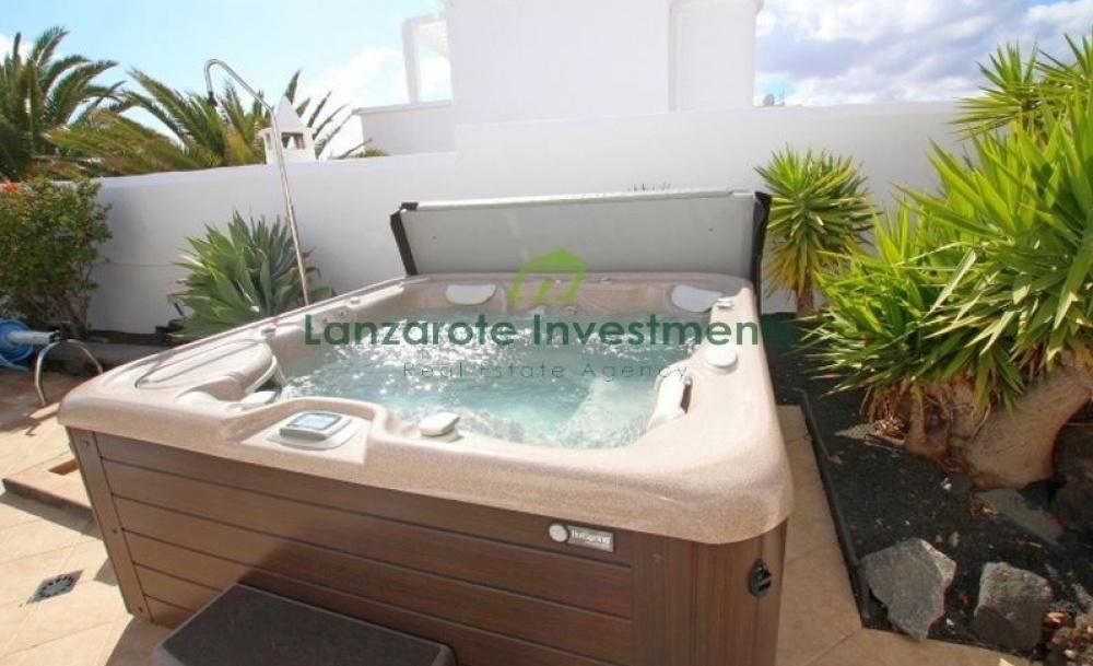 4 bedroom villa with private pool - Puerto del Carmen - lanzaroteproperty.com