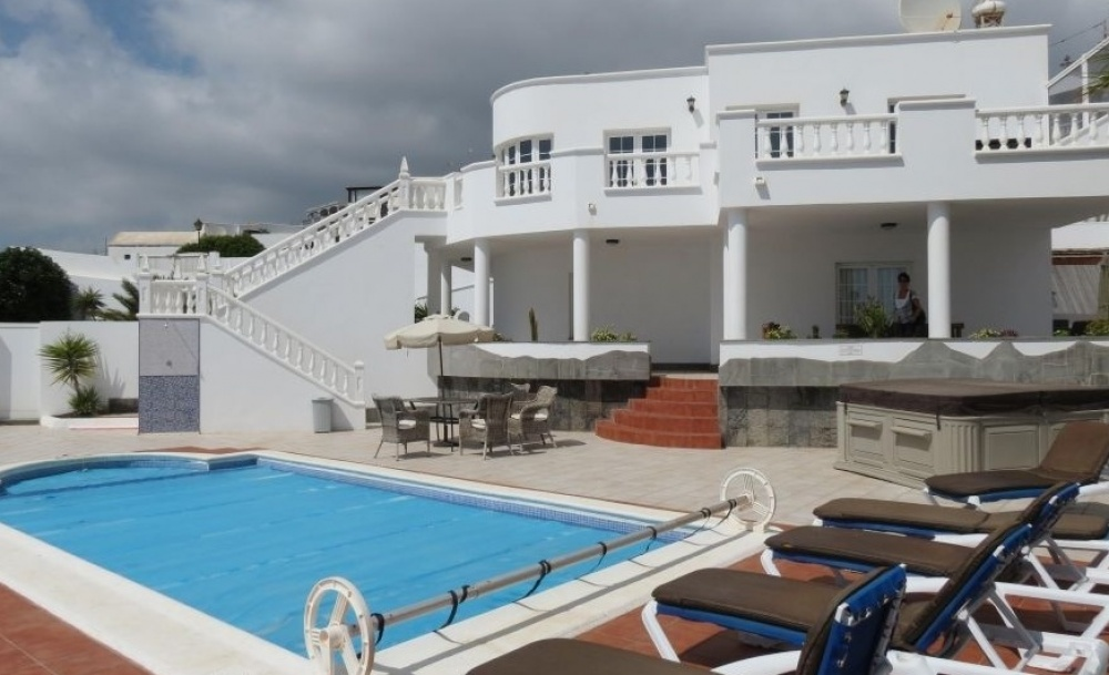 4 Bedroom Luxury Villa in Candelaria - Tias - lanzaroteproperty.com