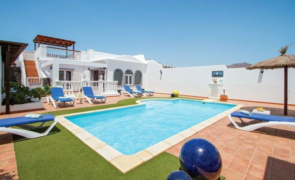 Modern 4 bedroom 2 bathroom semi detached villa with private pool and sea views for sale in Playa Blanca - Playa Blanca - lanzaroteproperty.com