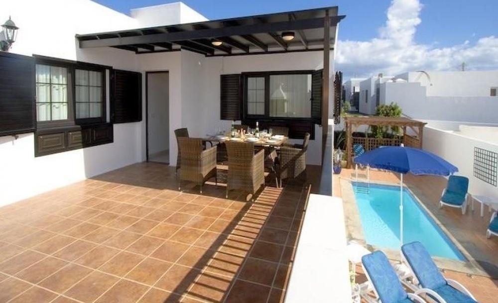 Detached 3 Bedroom Villa with private Pool in Puerto del Carmen - Puerto del Carmen - lanzaroteproperty.com