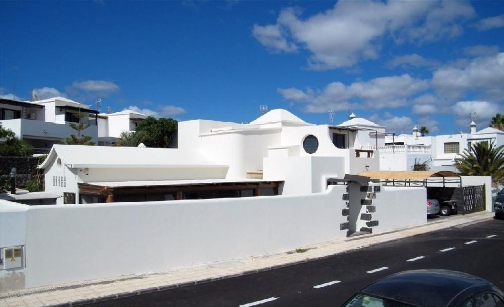 Beautiful 3 Bedroom Villa with Private Pool in Puerto Del Carmen for Sale - Puerto Del Carmen - lanzaroteproperty.com