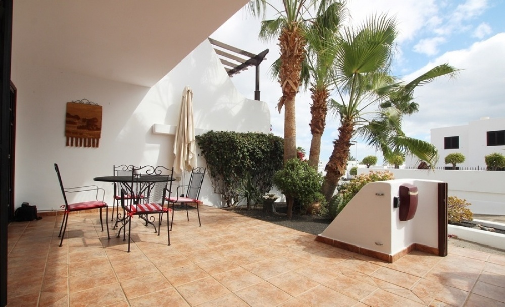 Ideally situated 2 bedroom apartment with communal pool in Puerto del Carmen - Puerto del Carmen - lanzaroteproperty.com