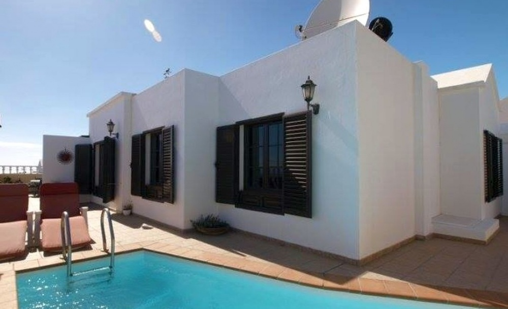 For sale in Tias 3 bedroom detached villa, with separate two bedroom apartment. - Tias - lanzaroteproperty.com