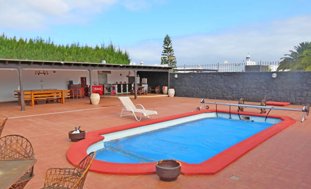 3 Bedroom 2 bathroom property with private pool for sale in Playa Blanca - Playa Blanca - lanzaroteproperty.com