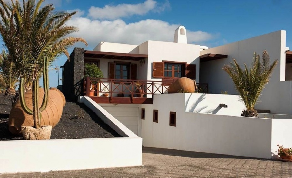 Stunning 5 Bedroom Luxury Villa with Swimming Pool and Sea Views in Playa Blanca - Las Colorades - lanzaroteproperty.com