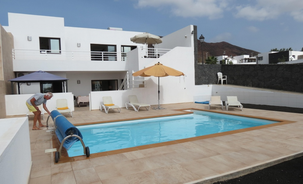 Luxury 5 Bedroom villa with private pool and uninterrupted sea views for sale in Playa Blanca - Playa Blanca - lanzaroteproperty.com
