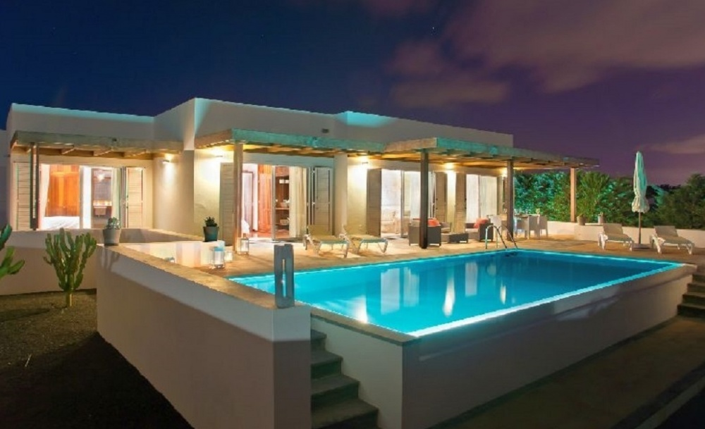 Luxurious villa with sea views for sale in Puerto Calero (01828) - Puerto Calero - lanzaroteproperty.com