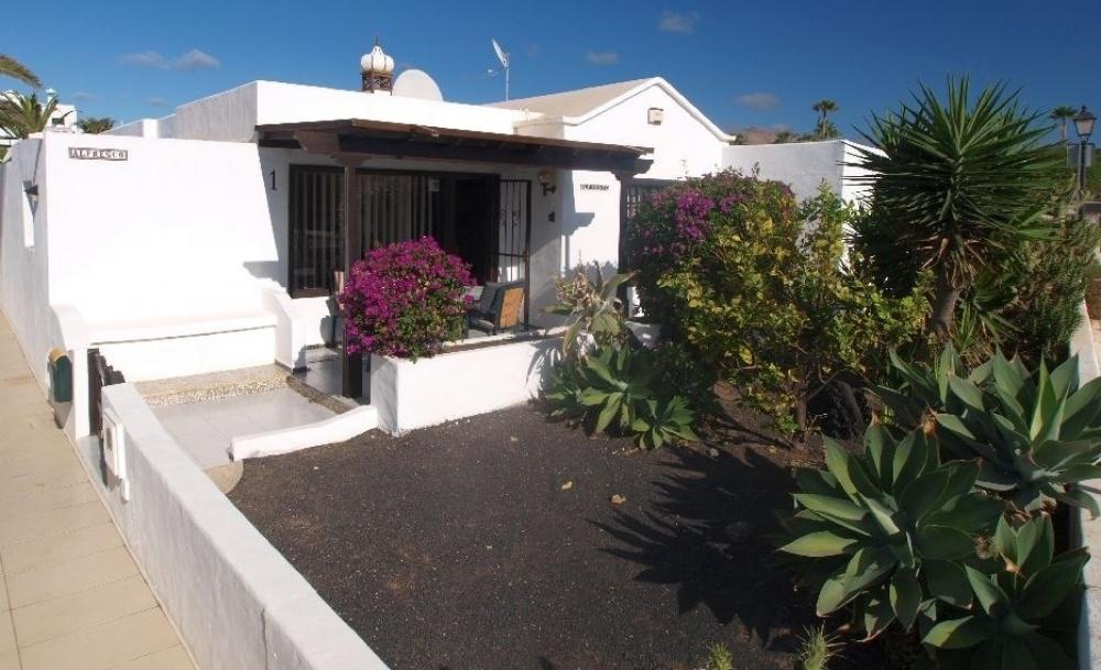 Lovely 3 Bedroom Villa for Sale in Puerto Del Carmen - Los Pocillos - lanzaroteproperty.com