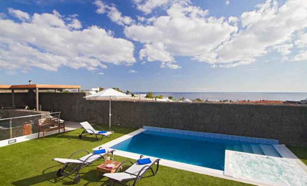 Luxury 4 Bedroom Villa - Puerto Calero - Puerto Calero - lanzaroteproperty.com