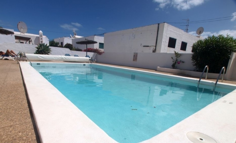 For sale in Puerto del Carmen 2 Bedroom bungalow moments from the beach with sea views - Puerto del Carmen - lanzaroteproperty.com