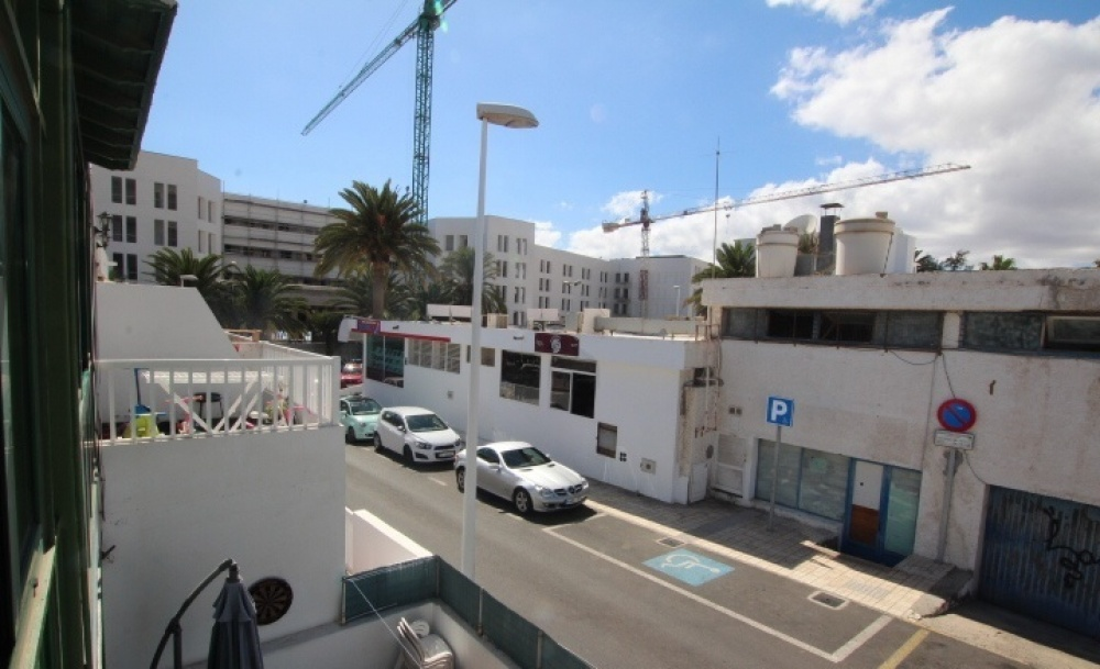 Top floor studio apartment for sale conveniently located in Puerto del Carmen - Puerto del Carmen - lanzaroteproperty.com