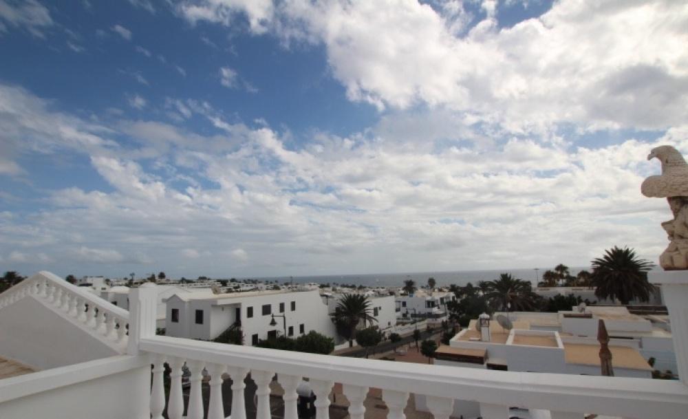 4 Bedroom house in excellent position built over two floors in Puerto del Carmen - Puerto del Carmen - lanzaroteproperty.com