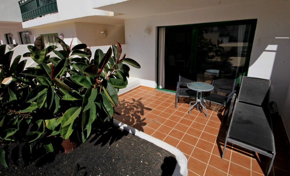 Ground floor apartment next to Las Curcharas beach for sale in Costa Teguise - Costa Teguise - lanzaroteproperty.com