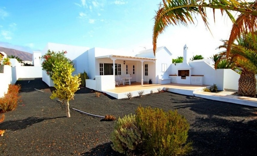 3 Bedroom House in Puerto Calero - Puerto Calero - lanzaroteproperty.com