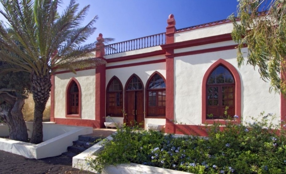Spectacular 3 bed 3 bath finca set within lush gardens with private pool for sale in Masdache . - Masdache - lanzaroteproperty.com
