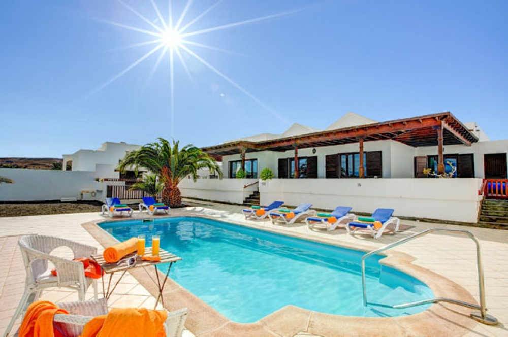 3 Bedroom 3 bathroom stunning detached villa for sale in Puerto Calero - . - lanzaroteproperty.com