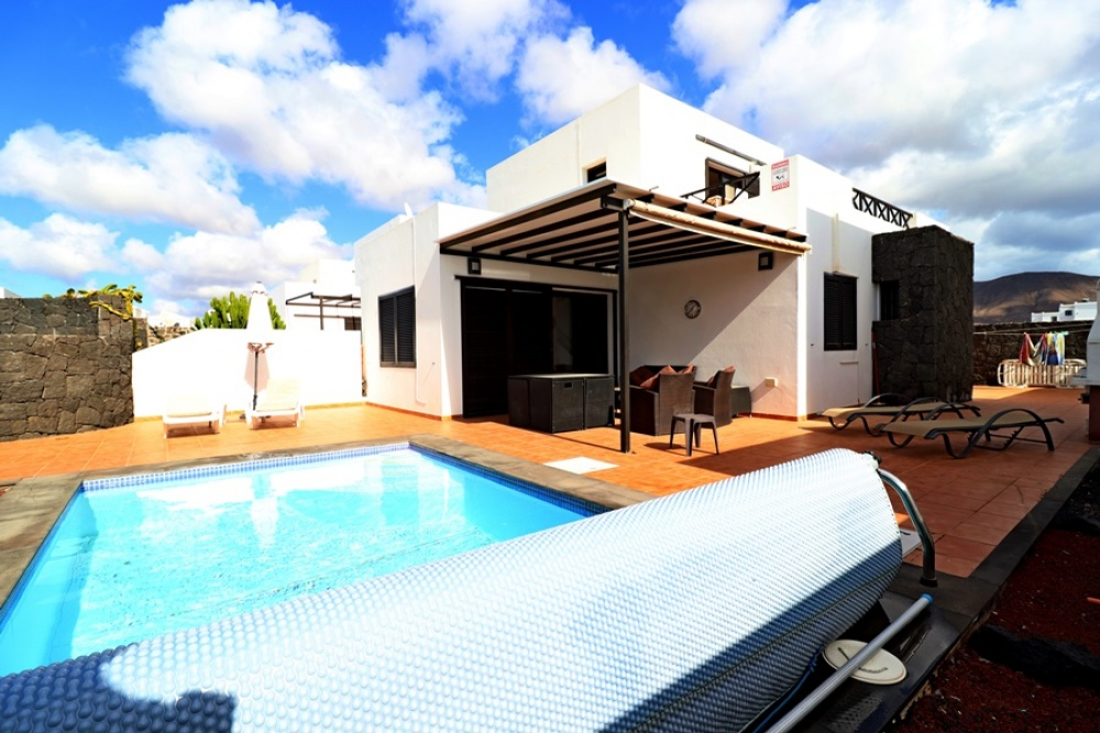 Detached villa with private pool for sale in Playa Blanca - Playa Blanca - lanzaroteproperty.com