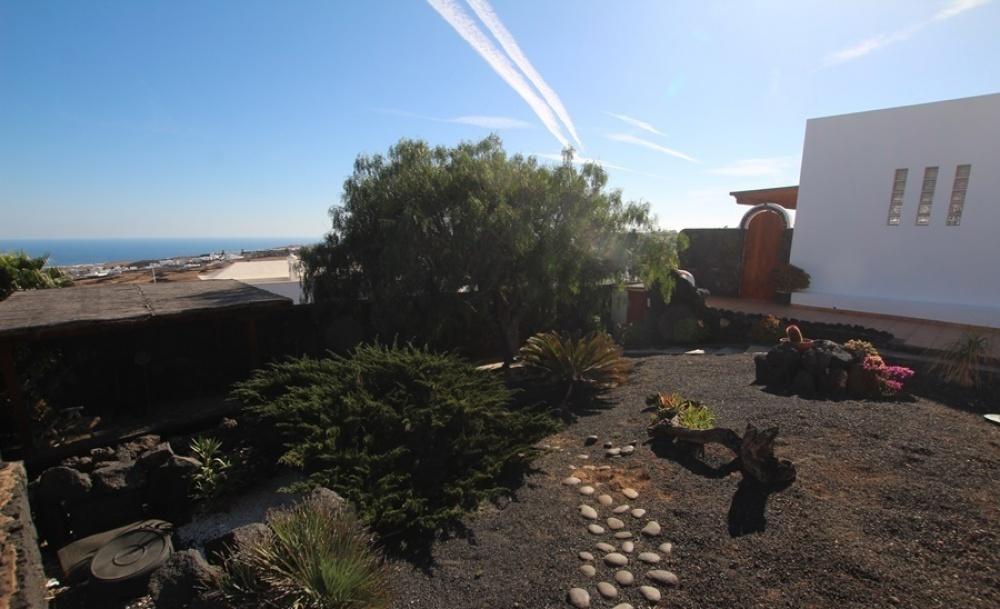 4 Bedroom 2 bathroom villa set on large plot for sale in Tias - Tias - lanzaroteproperty.com