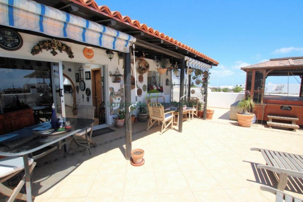 5 Bedroom 3 bathroom villa for sale in Tias - Tias - lanzaroteproperty.com