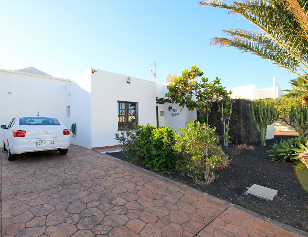 3 bedroom house with private pool for sale in Costa Teguise - Costa Teguise - lanzaroteproperty.com