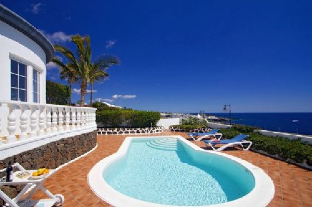 3 Bedroom villa with lovely sea views for sale in Puerto del Carmen - Puerto del carmen - lanzaroteproperty.com