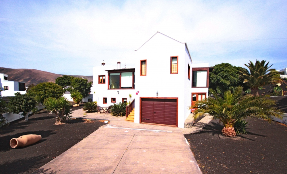Beautiful 3 Bedroom villa in Macher for sale with two separate apartments and private pool - Macher - lanzaroteproperty.com