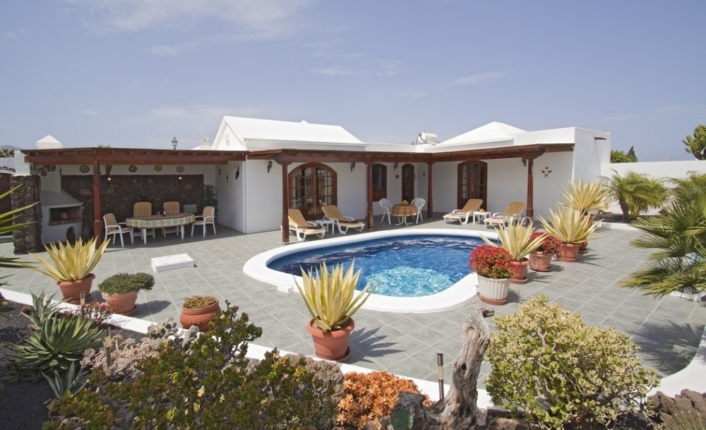 Detached 3 Bed, 2 Bath villa with private pool for sale  in the sought after area of Los Mojones (02289) - Puerto Del Carmen - lanzaroteproperty.com