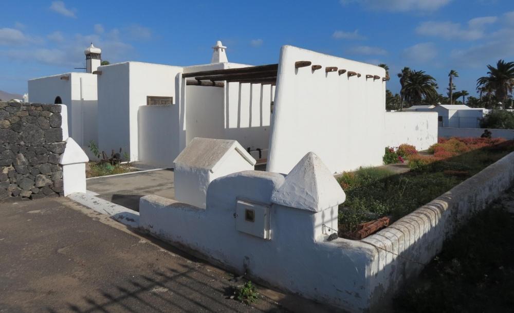 3 Bedroom villa for sale in Playa Blanca in prime location - Playa Blanca - lanzaroteproperty.com