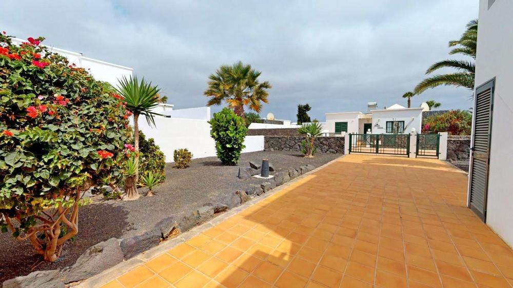 3 bedroom villa with private pool and sea views for sale in Playa Blanca - Playa Blanca - lanzaroteproperty.com