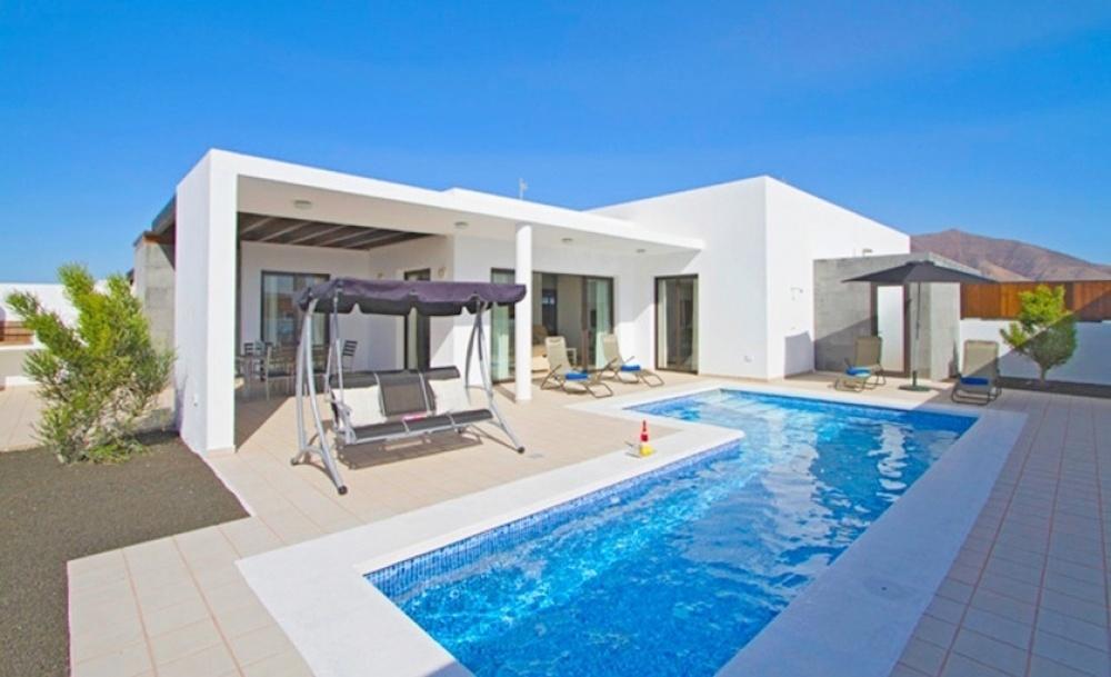 5 Bedroom 4 Bathroom semi-detached villa for sale in Playa Blanca - Playa Blanca - lanzaroteproperty.com