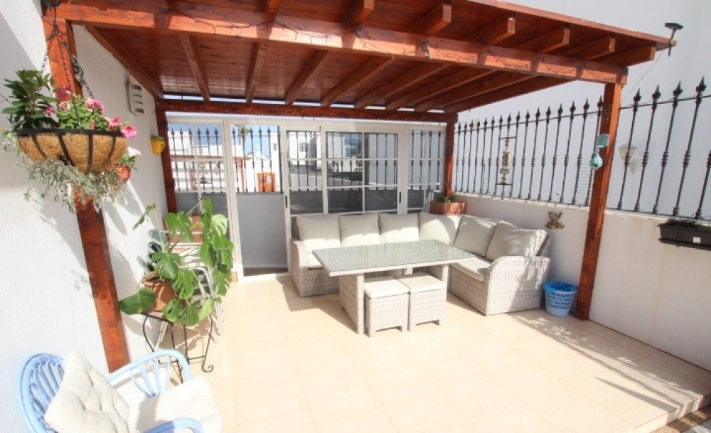 3 Bedroom detached villa with heated pool close to the beach in Puerto del Carmen - Puerto del Carmen - lanzaroteproperty.com