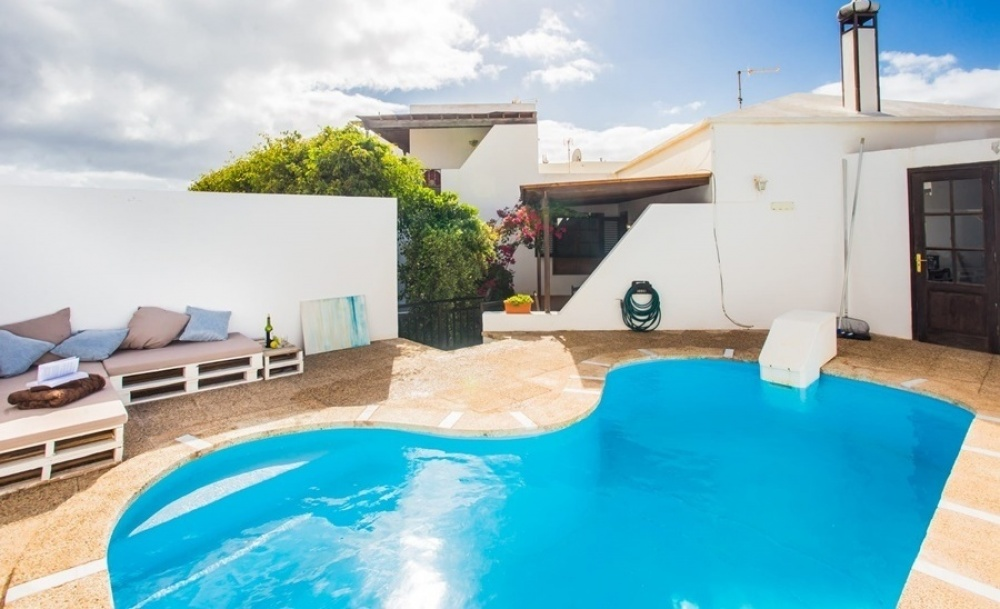 3 Bedroom 2 bathroom villa with private pool in Costa Teguise - Costa Teguise - lanzaroteproperty.com