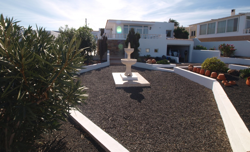 Spacious 3 Bedroom Villa with Private Swimming Pool - Guime - lanzaroteproperty.com