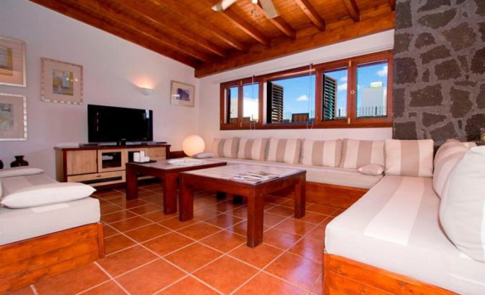 Luxury 5 bedroom villa with private pool - Playa Blanca - lanzaroteproperty.com