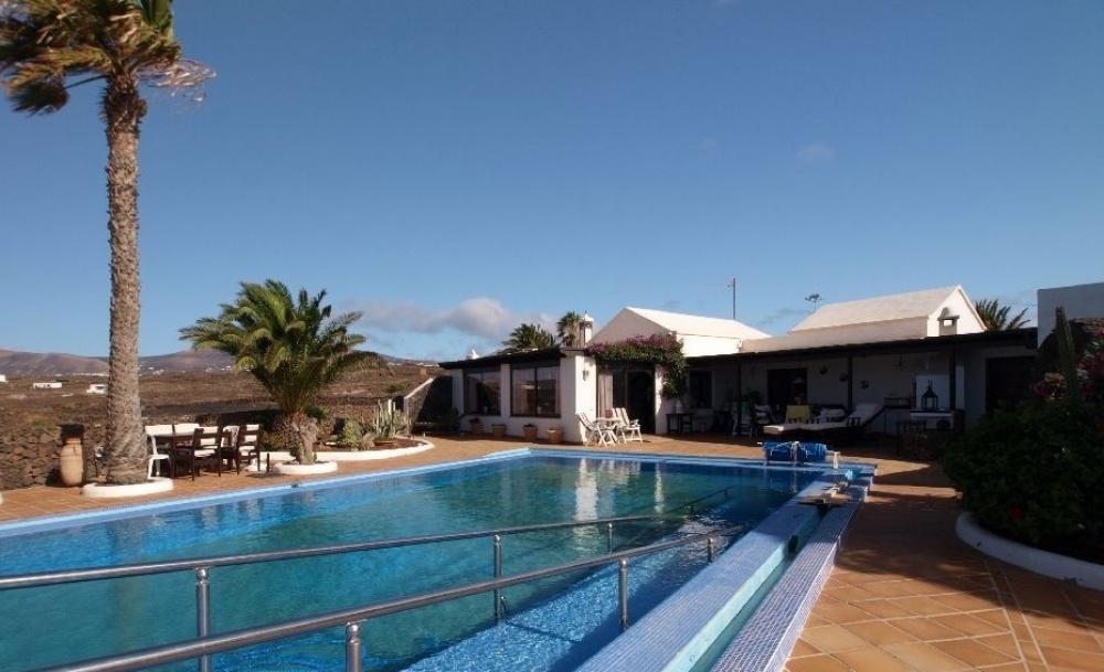Fantastic 4 Bedroom Villa with Incredible Uninterrupted Sea Views - Tias - lanzaroteproperty.com
