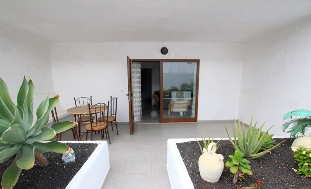 Bright and spacious 1 bedroom apartment with large terrace in Puerto del Carmen - Puerto del Carmen - lanzaroteproperty.com