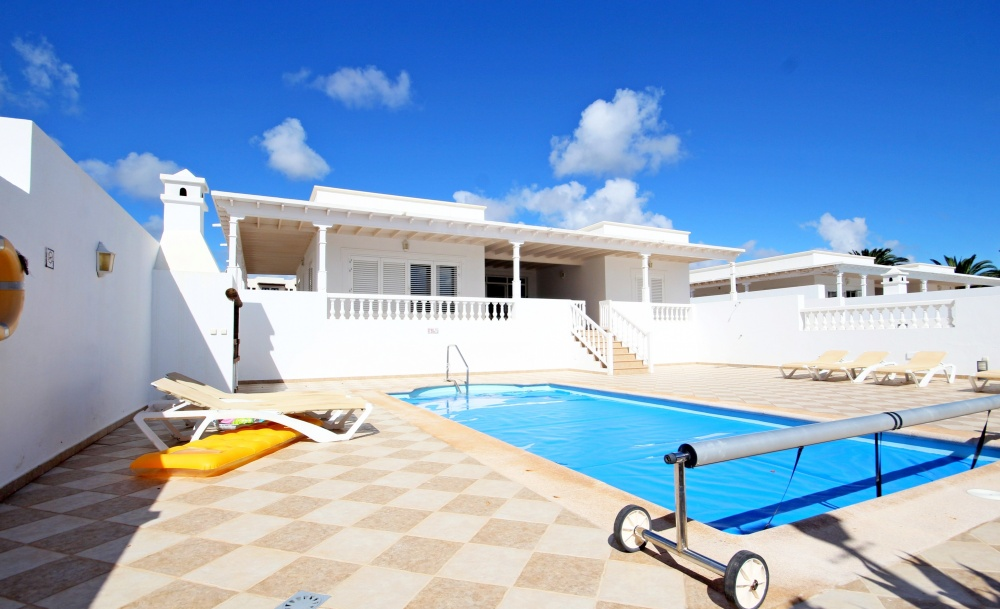 Stylish 3 bed 3 bath detached villa for sale with private pool in Puerto Calero (02227) - Puerto Calero - lanzaroteproperty.com