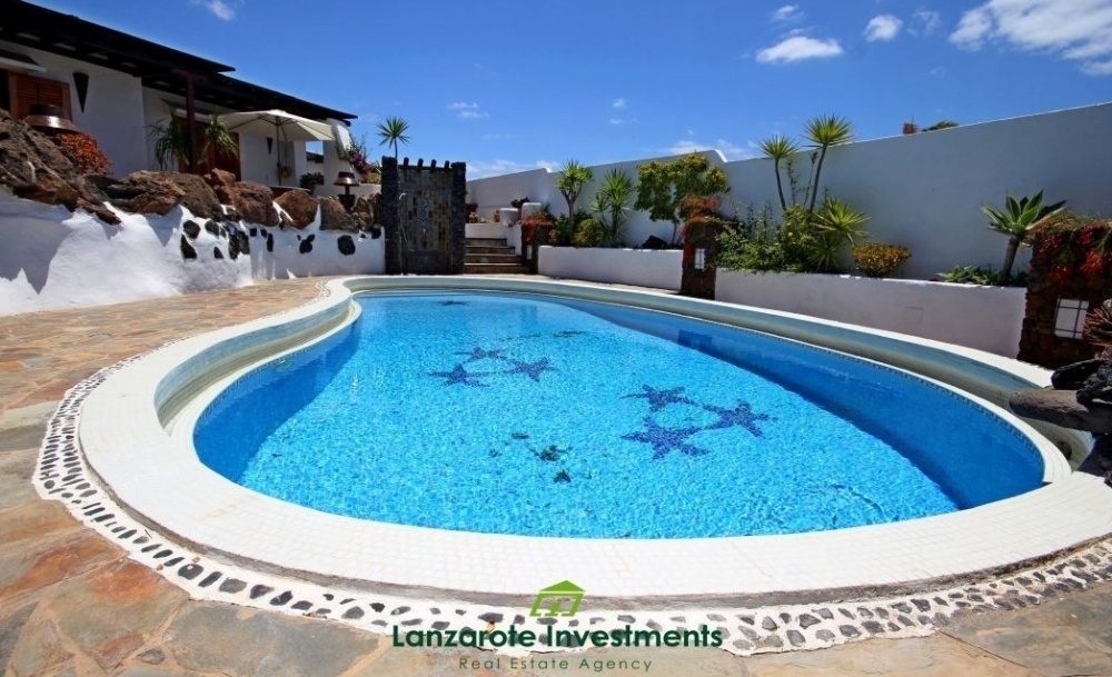 Luxury Canarian Style villa with fantastic sea views for sale in Los Mojones, PdC - Puerto del Carmen - lanzaroteproperty.com