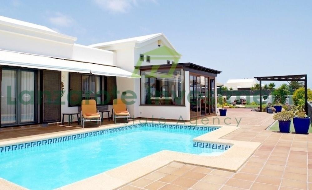 2 Bedroom 2 bathroom villa for sale in Playa Blanca - Playa Blanca - lanzaroteproperty.com